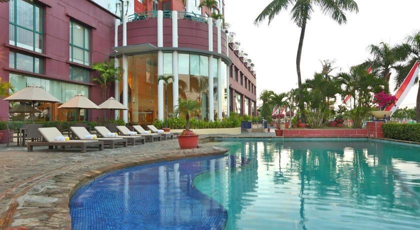 Hotel Aryaduta Makassar - Pool