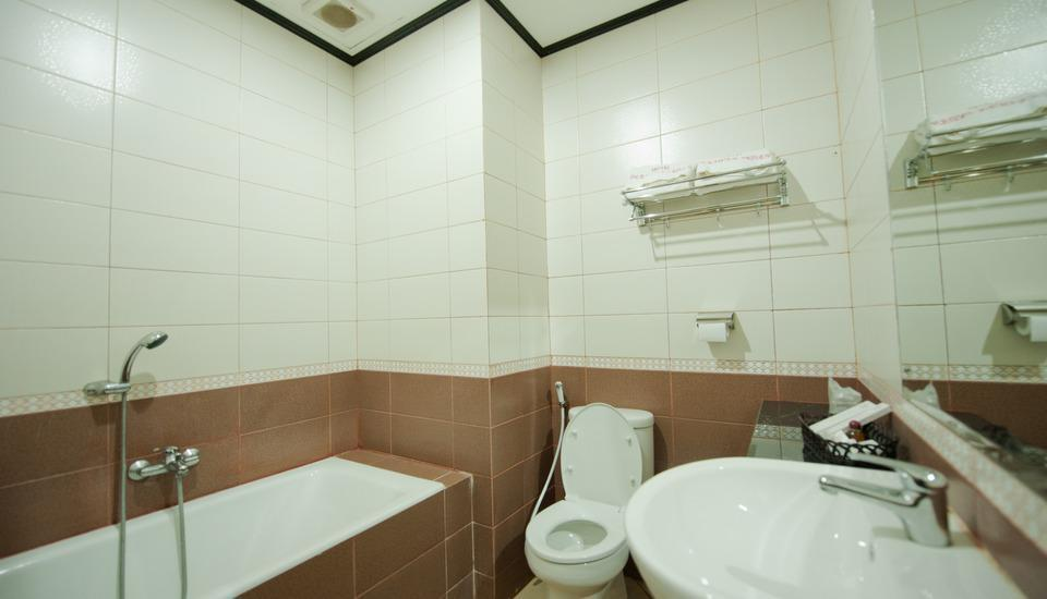 Hotel Derawan Indah Berau - Kamar mandi