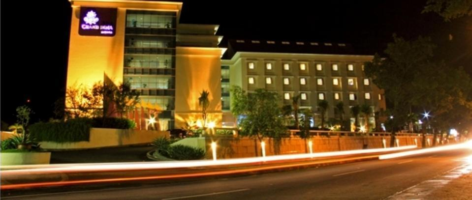 Hotel Grand Inna Muara Padang - Exterior Night