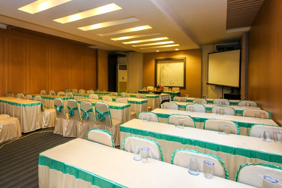 Airy Kendari Barat Diponegoro 75 Kendari - Meeting Room