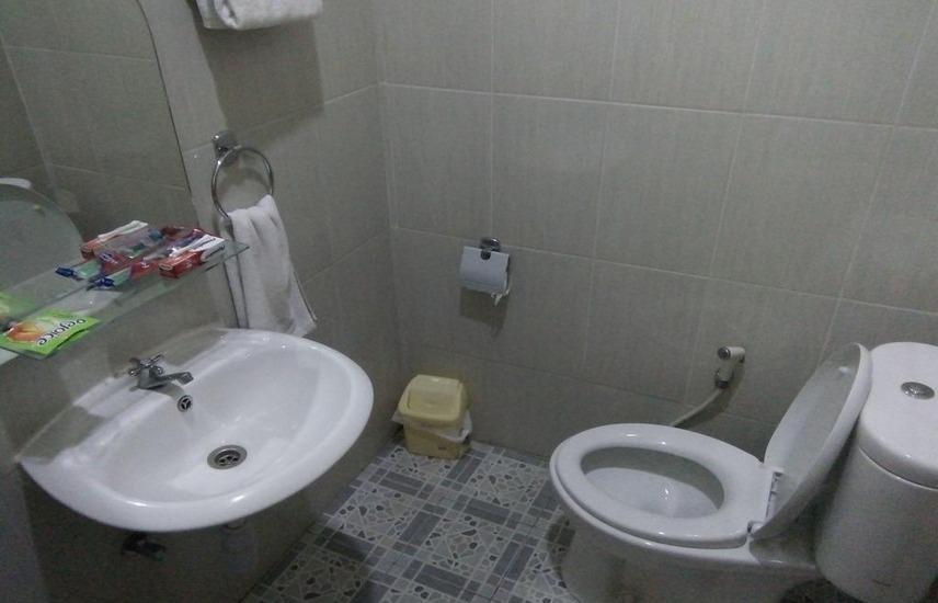 Living Peace House Manado - Bathroom
