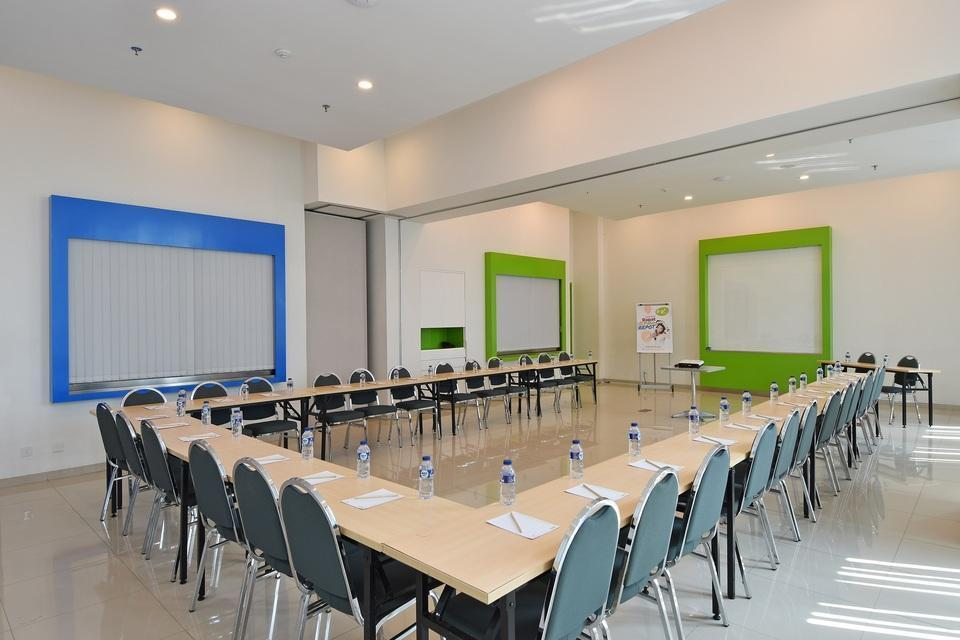 POP! Hotel Kelapa Gading - Meeting Rooms