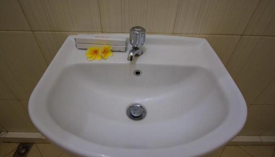 Tinggal Budget Kuta Kubu Anyar - Kamar mandi