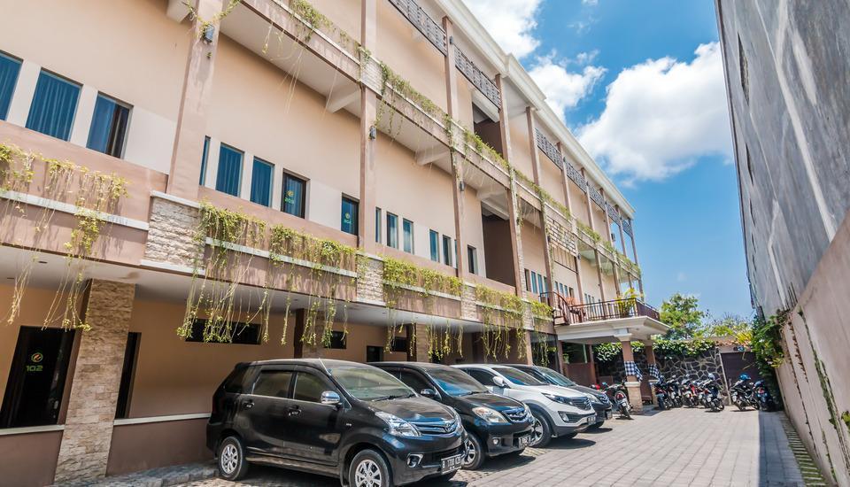 ZenRooms Denpasar Mahendradata - area parkir