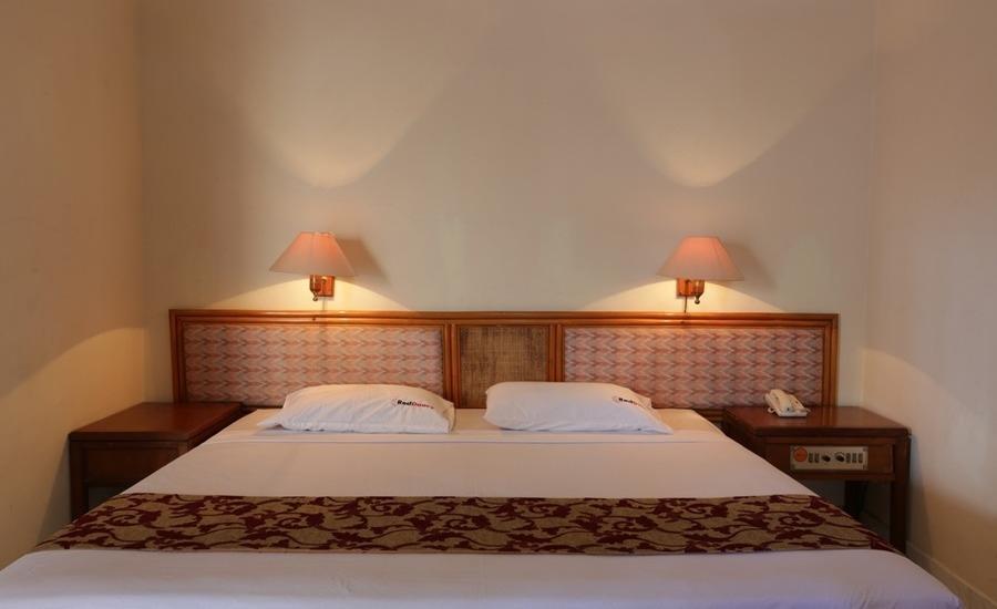 RedDoorz near Seminyak Beach Bali - RedDoorz Room Book Now and Save 20%