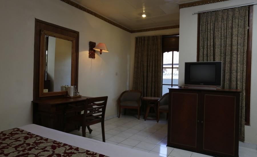 RedDoorz near Seminyak Beach Bali - RedDoorz Room Special Promo Gajian