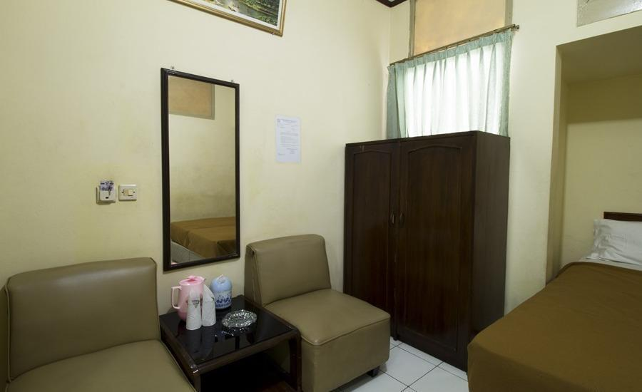 RedDoorz @Klender Jakarta - Kamar tamu