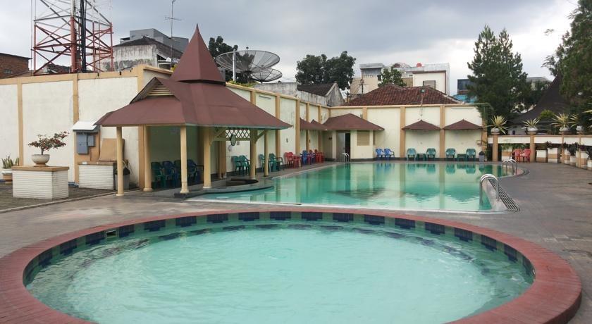 Hotel Crown Tasikmalaya - Kolam Renang