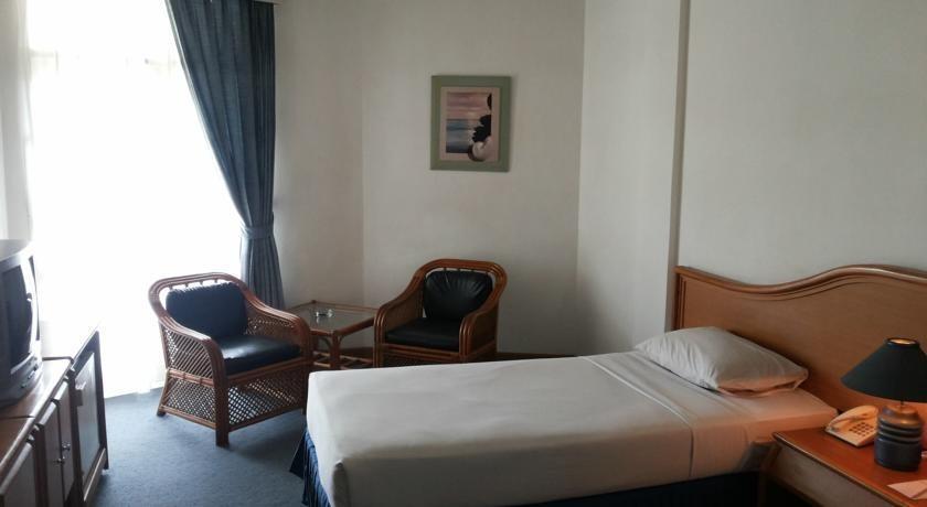 Hotel Crown Tasikmalaya - Superior Twin Room Regular Plan
