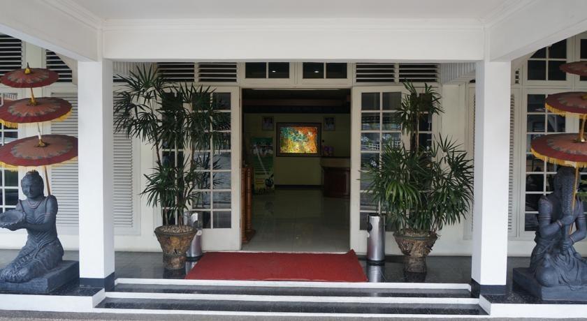 Hotel Crown Tasikmalaya - Pintu Masuk