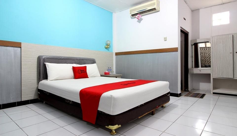 RedDoorz Plus near Lempuyangan Station 3 Yogyakarta - Room