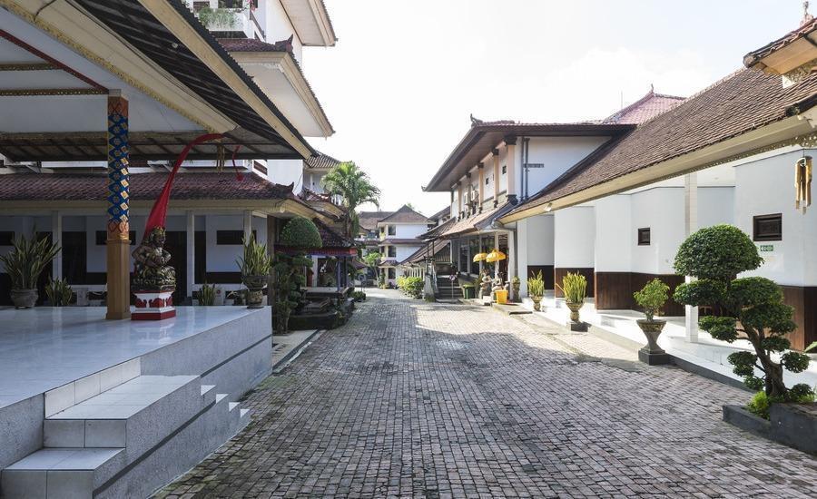 RedDoorz @Raya Sempidi Bali - Eksterior