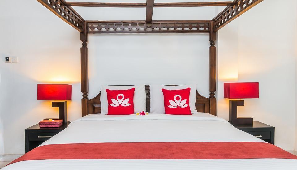 ZenRooms Denpasar Tohpati - Tampak tempat tidur double