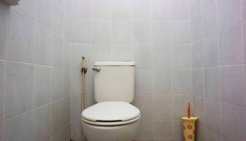 RedDoorz @Kebayoran Lama Selatan Jakarta - Kamar mandi