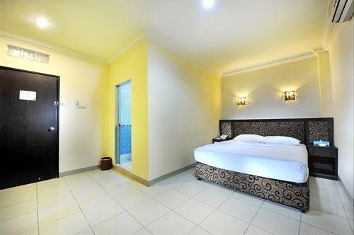 Gaja Hotel Pekanbaru - Standard Room with Breakfast Regular Plan