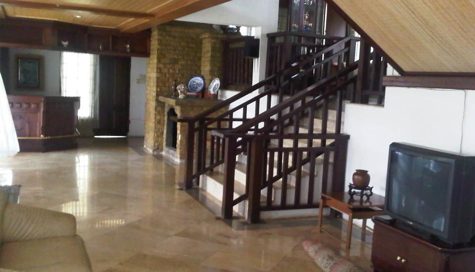 Villa Damos Bandung - Ruang tamu