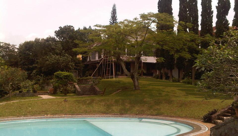 Villa Damos Bandung - Villa dan kolam renang
