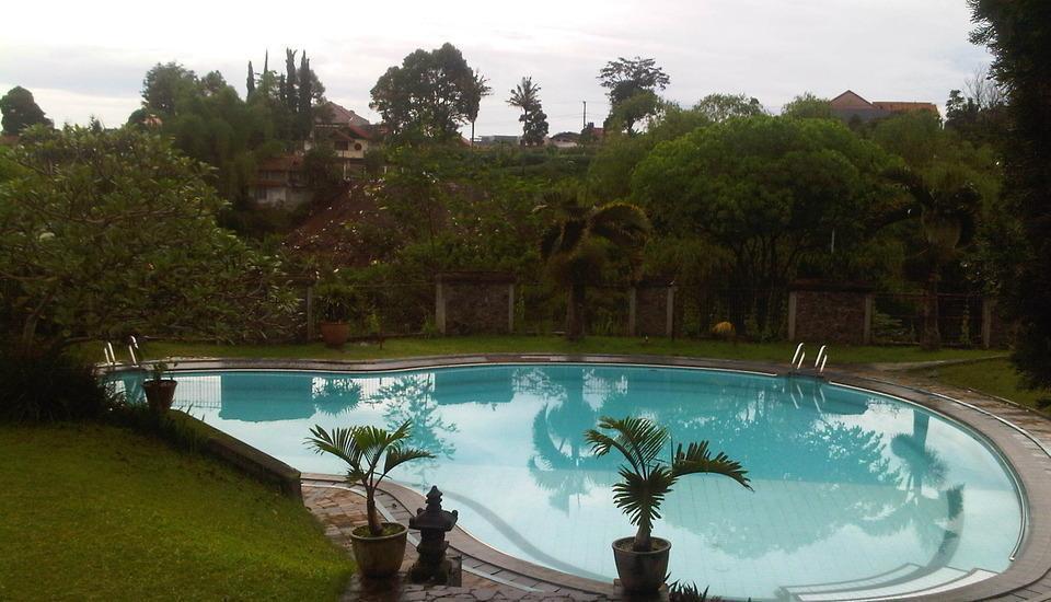 Villa Damos Bandung - Kolam renang