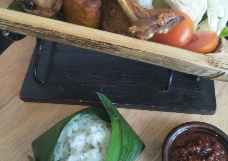 Grand Asrilia Hotel Convention & Restaurant Bandung - Ayam Penyet
