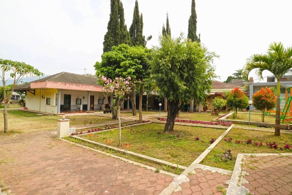 Villa Vanda Malang - Garden