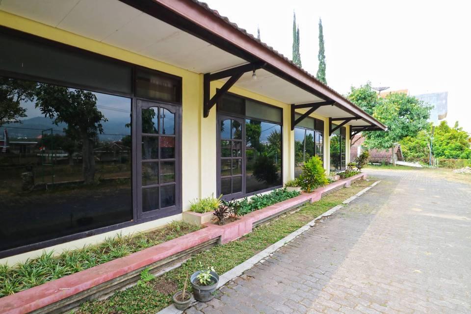 Villa Vanda Malang - Surrounding