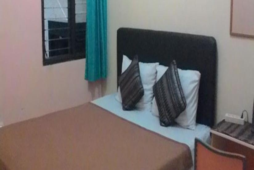 Family Guest House Malang - Room 7 Regular Plan