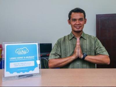 Airy Singosari Raya Mondoroko 1 Malang - Receptionist