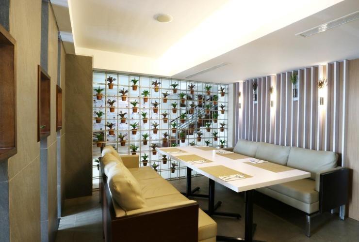 Ramedo Hotel Makassar - Interior
