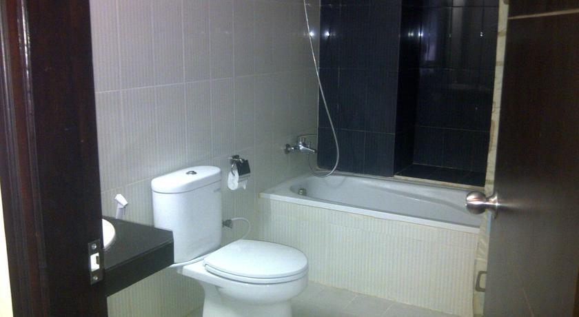 Grand Populer Hotel Makassar - Bathroom