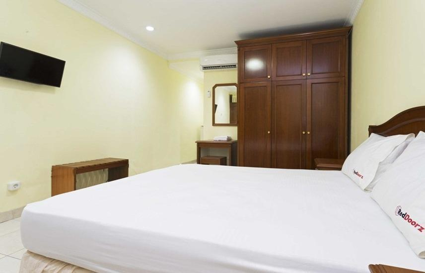 RedDoorz near Ciputra World Kuningan Jakarta - RedDoorz Room Regular Plan