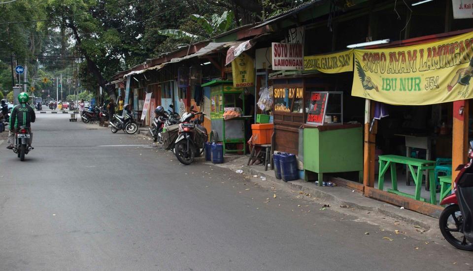 Rumah Betawi Kalipasir Jakarta - Kedai makanan jalanan. Tepat sebelum Menteng Huis. 2 menit dari homestay.