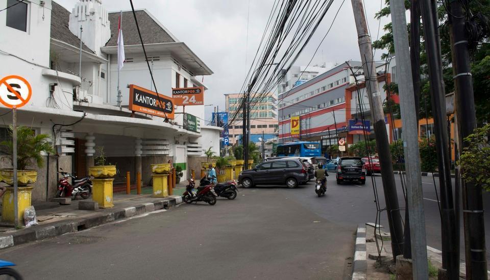 Rumah Betawi Kalipasir Jakarta - Posting kantor, Restoran, kafe, dll 3 menit dari homestay.