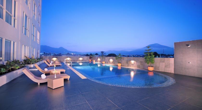 Atria Hotel Malang - Pool1