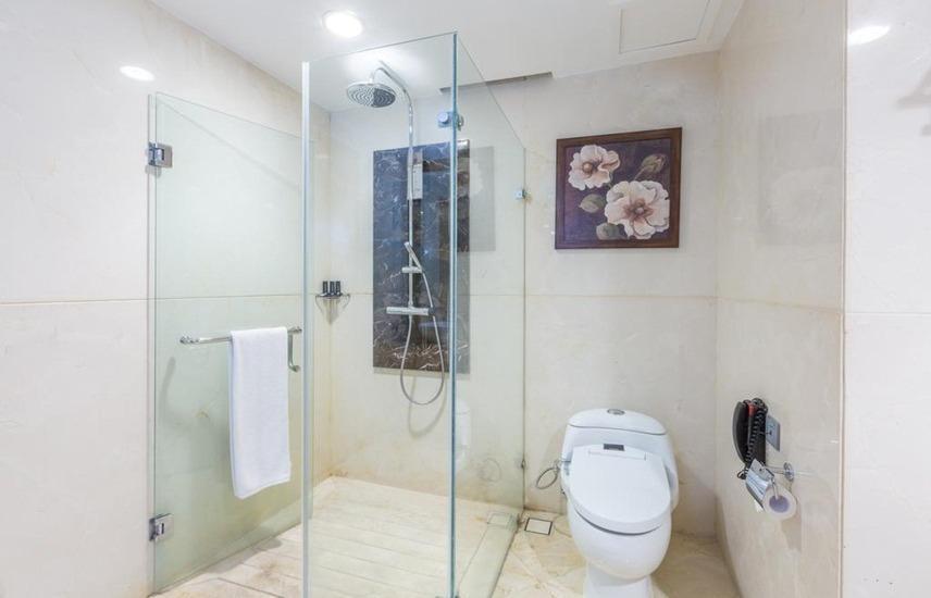 Wyndham Surabaya Surabaya - Bathroom