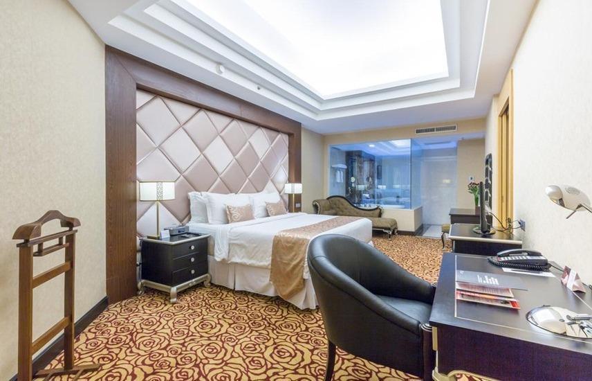 Wyndham Surabaya Surabaya - Suite Room Includes Breakfast Regular Plan