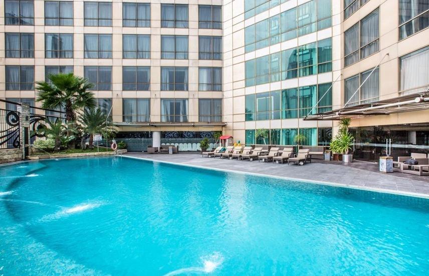Wyndham Surabaya Surabaya - Pool