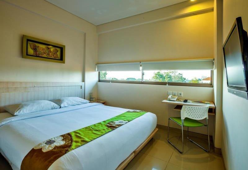 J Hotel Kuta - Cozy Double With Breakfast Regular Plan