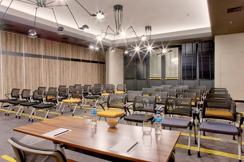 Rooms Inc Hotel Semarang - Meeting room