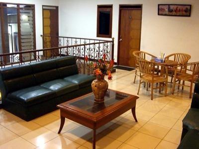 Otten Inn Bandung - Ruang tamu