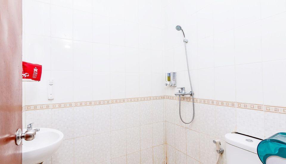 ZenRooms Sunshine Dewi Sartika - Kamar mandi
