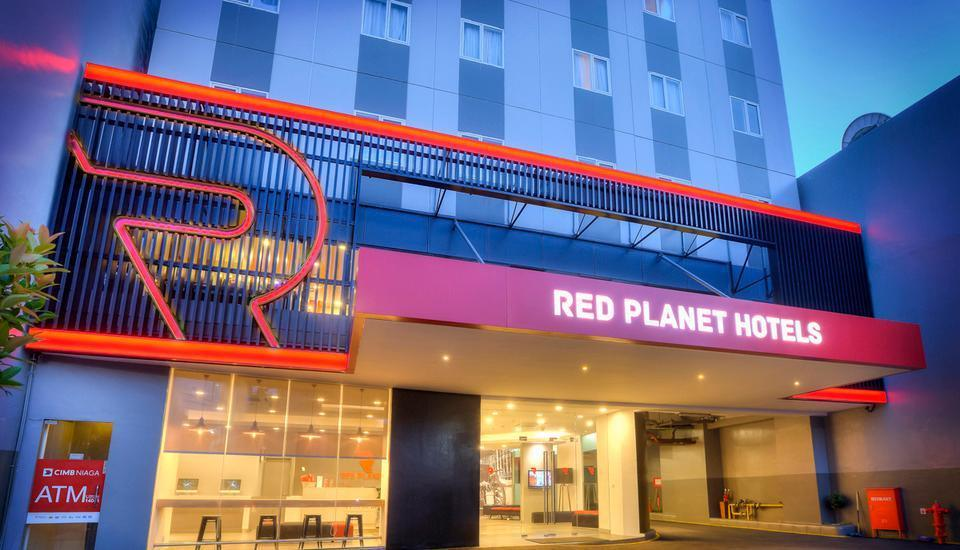 Red Planet Pasar Baru Jakarta - Building Appearance