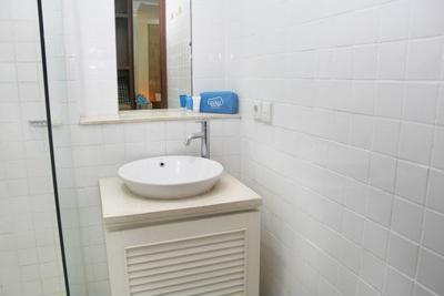Airy Legian Melasti 36 Kuta Bali - Bathroom
