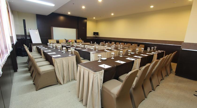 Ratu Hotel Bidakara Serang - Meeting Room
