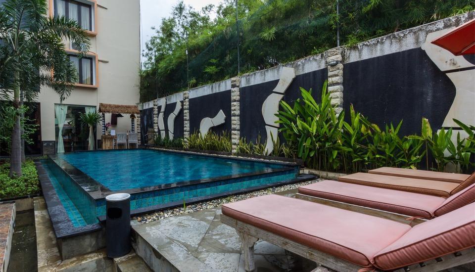RedDoorz @Shri Lakshmi Seminyak Bali - Kolam Renang