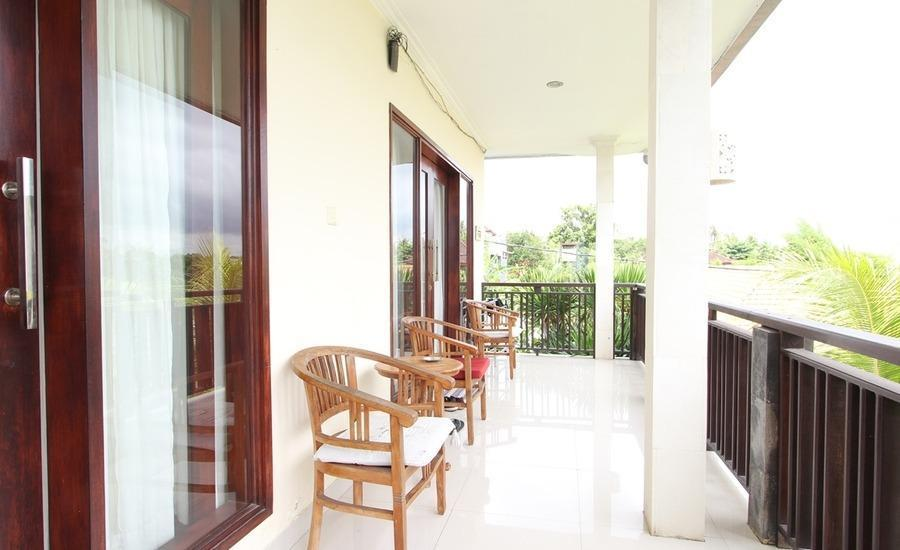 RedDoorz near Canggu Club 2 Bali - Balkon