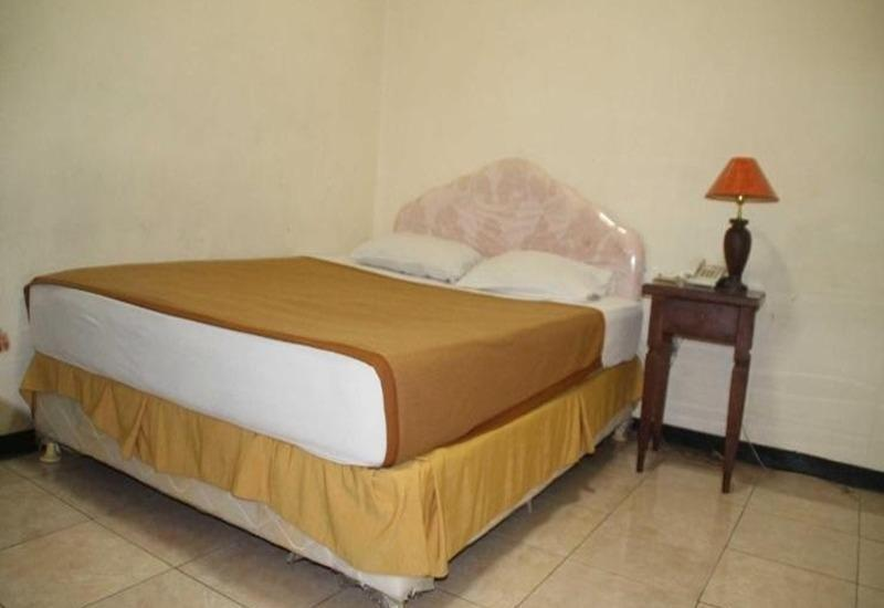 Ronggolawe Hotel Blora - Deluxe Double Room Regular Plan