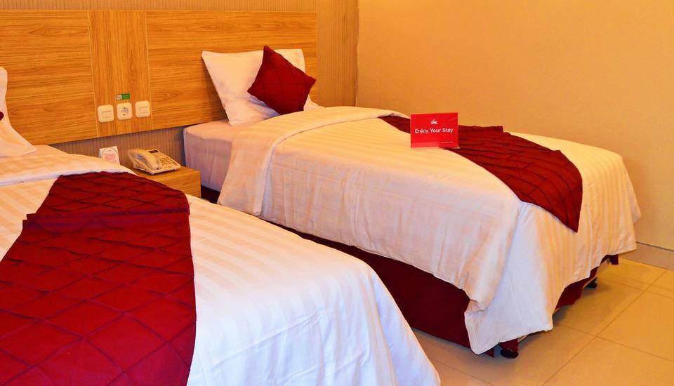 ZenRooms Wadung Asri Surabaya - Tampak tempat tidur twin