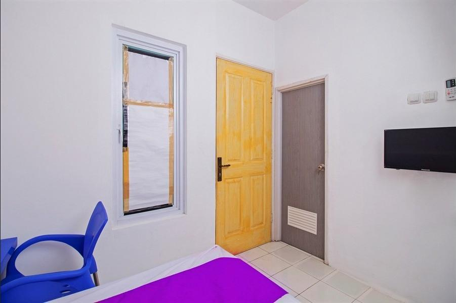Ceger Guesthouse South Tangerang - Bedroom