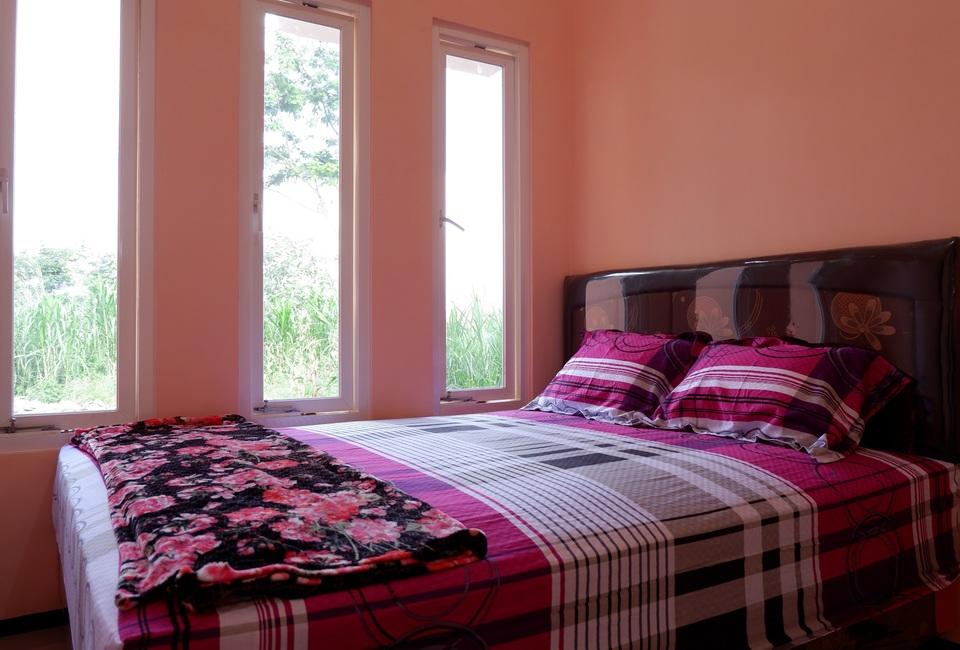Kamar penginapan di Griya Andhara Homestay Syariah