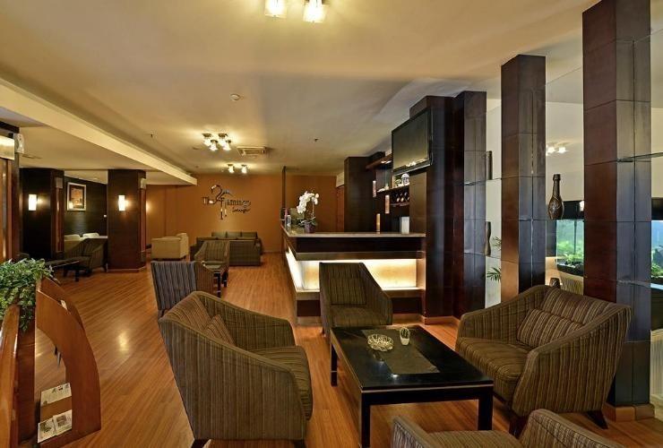 Serela Riau Hotel Bandung - The Flamingo Lounge